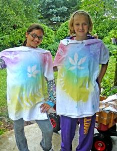 Modeling leaf resist t-shirts